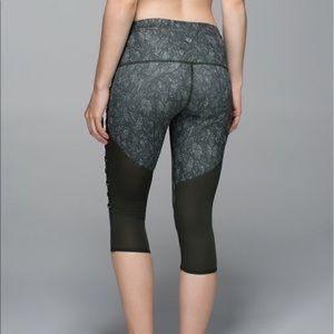 lululemon athletica Pants - Lululemon Breezy Crop Leggings